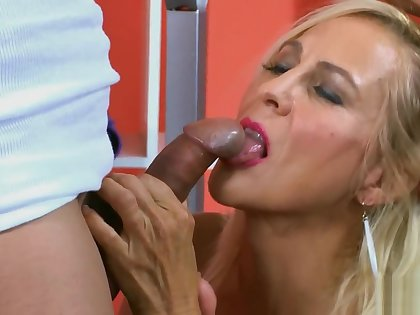 50 plus Milfs - Carrie Romano A hard on for the hard body