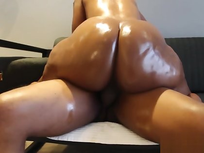 Bootylicious Athena gets her pussy pummeled