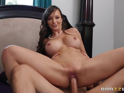 MILF Lexi Luna gives amazing titjob and gets fucked on the bed