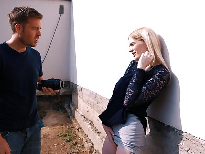 Curmudgeonly blue-eyed chick Carly Rae is fucked fixed by handsome photographer