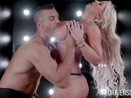 Bodacious blonde Alura Jenson's amazing erotic mating