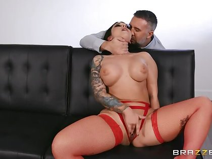 MILF Ivy's Rough Sex Adventure with the Neighbor!